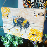 BUMBLE BEE on scaffolding board - gold chain