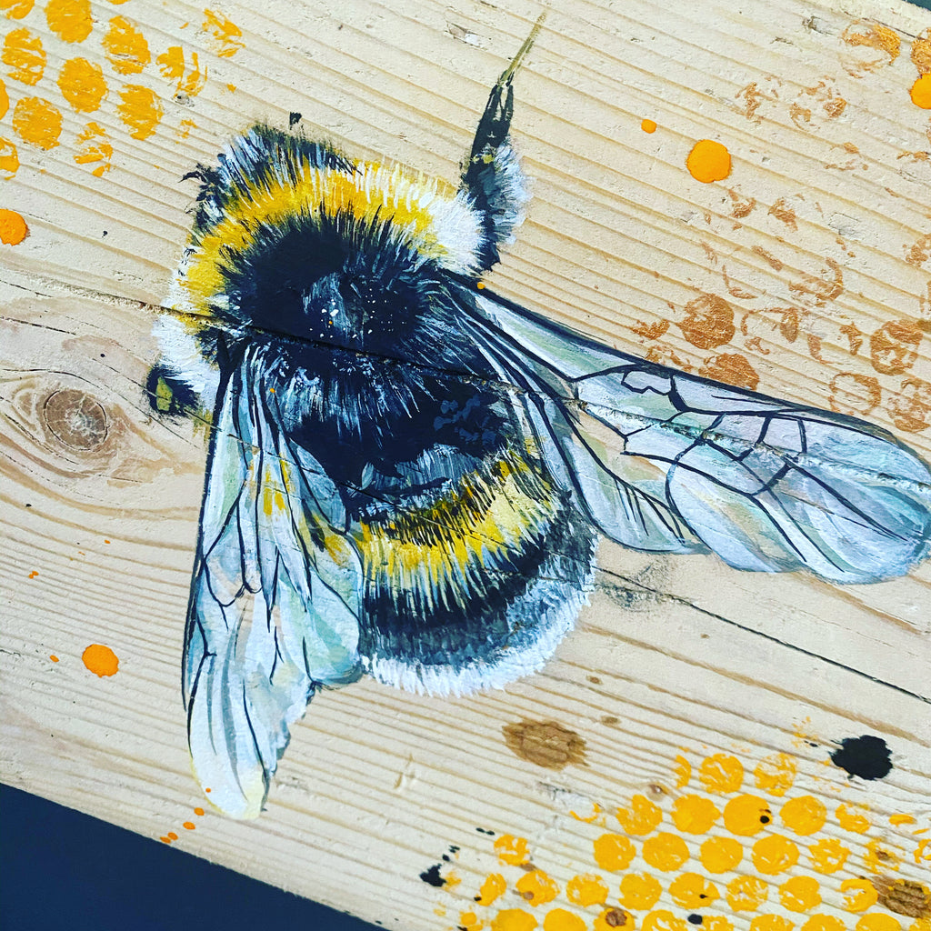 BUMBLE on scaffolding board - gold chain