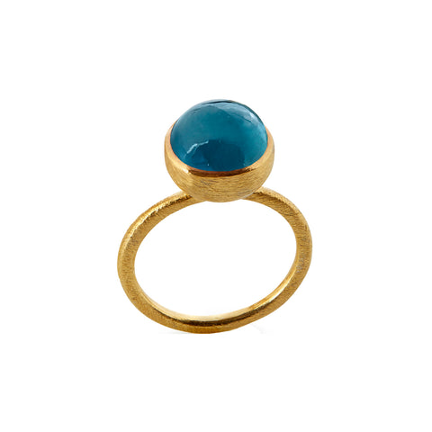 Susanne Friis Bjørner - Ring Forgyldt sølv m. London Blue krystal 10 mm - Modelnr.: SFB-1678-2-174