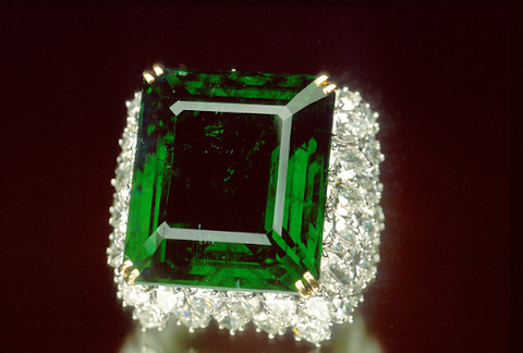 The Chalk Emerald ring