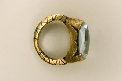 """An gold and aquamarine betrothal ring inscribed with the names """"Valerianus"""" and """"Paterna"""""""