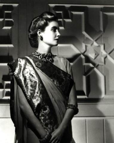 Barbara Hutton wearing Queen Amelie's necklace