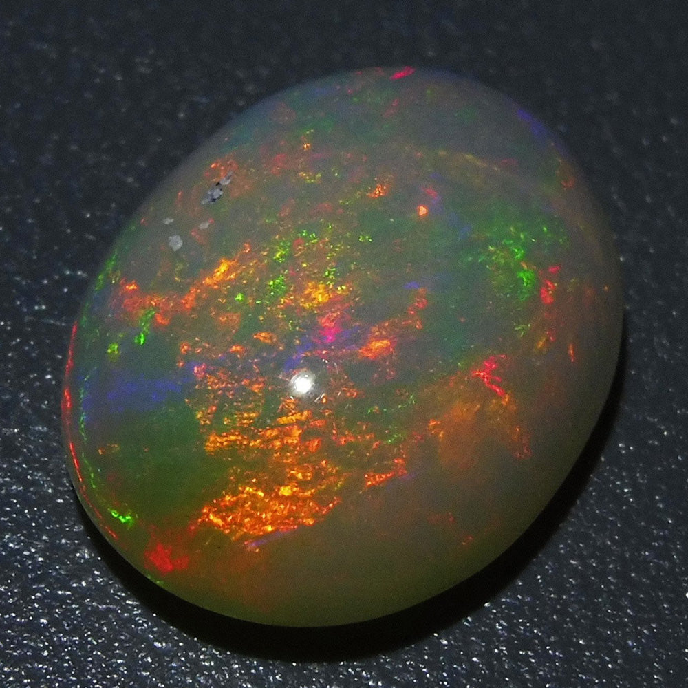 Opal 4.91 cts 14.61x11.89x5.67mm Oval Cabochon Base Color: Off White  $170