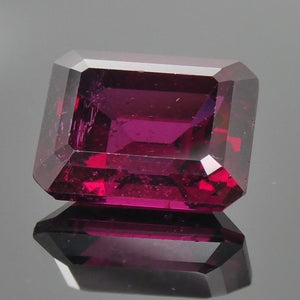 4.60ct Emerald Cut Rhodolite Garnet - Skyjems Wholesale Gemstones