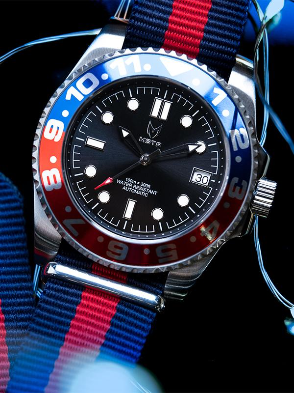 MSTR VO107NS - AUTO VOYAGER SILVER / BLUE & RED / NATO BAND
