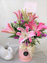 Load image into Gallery viewer, Lilies Bloom Box| Ipoh Free Delivery| Ipohfreshflower.com