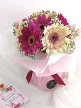Load image into Gallery viewer, Fresh Flower Bouquet- Daisy Beauty| Ipoh Free Delivery| Ipohfreshflower.com