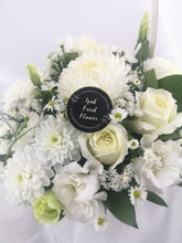 Load image into Gallery viewer, Fresh Flower Basket| Ipoh Free Delivery| Ipohfreshflower.com