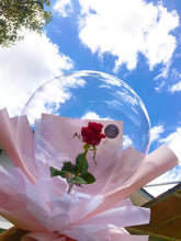Load image into Gallery viewer, Rose in balloon| Balloon bouquet| Ipoh Free Delivery| Ipohfreshflower.com