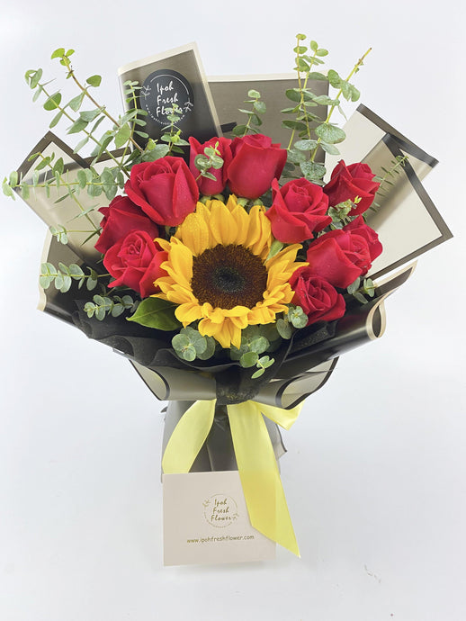 Sunflowers & Roses bouquet| Ipoh Free Delivery| Ipohfreshflower.com