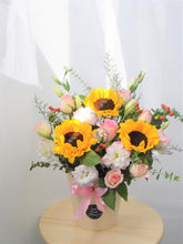 Load image into Gallery viewer, Fresh Flower Bloom Box| Ipoh Free Delivery| Ipohfreshflower.com