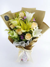 Load image into Gallery viewer, Lily& Rose Fresh Flower and Gift Delivery| Ipoh Free Delivery| Ipohfreshflower.com