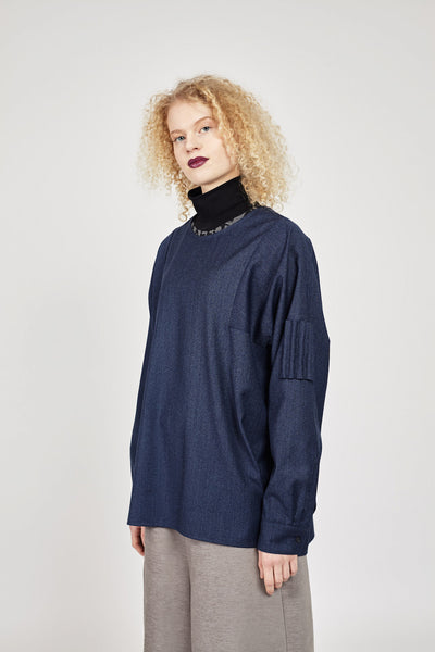 Loose cut woven shirt with sleeve detail