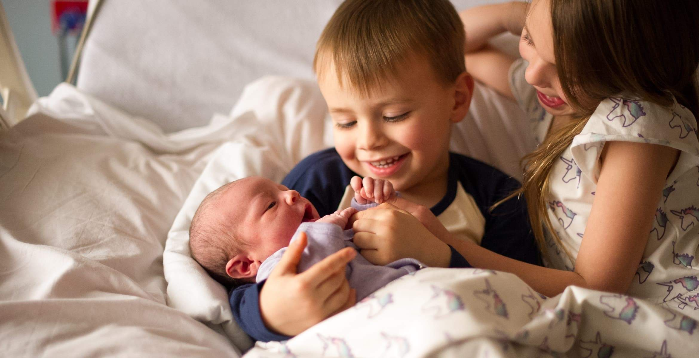 7 Ways To Introduce A Baby Sibling