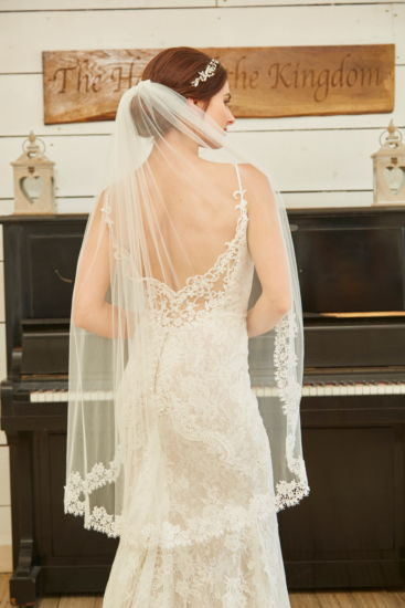Lace Edge Veil - Fingertip Length