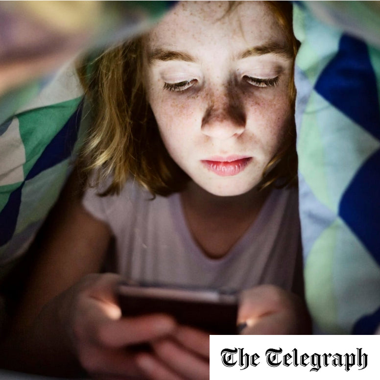 How blue light from smartphones can speed up blindness.