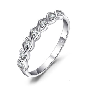 Classic Round Cubic Zirconia Ring in 925 Sterling Silver