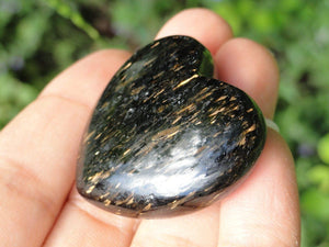 NUUMMITE HEART WITH GOLDEN FLASH FROM GREENLAND - Earth Family Crystals