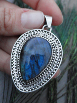 Beautiful Blue Flash LABRADORITE PENDANT In Sterling Silver (Includes Silver Chain) - Earth Family Crystals