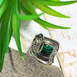 Lovely Malachite Sterling Silver Ring (Size 5.5)