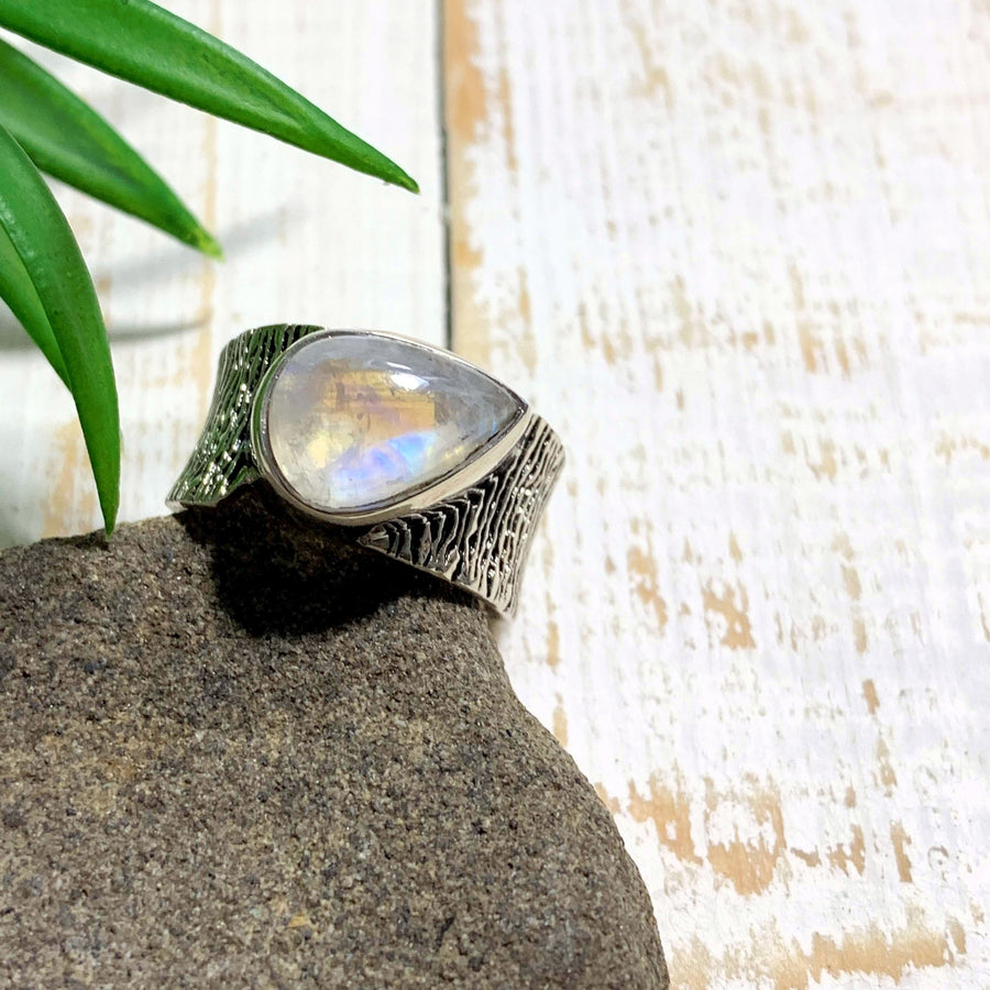 Lovely Rainbow Moonstone Ring in Sterling Silver (Size: 7) - Earth Family Crystals