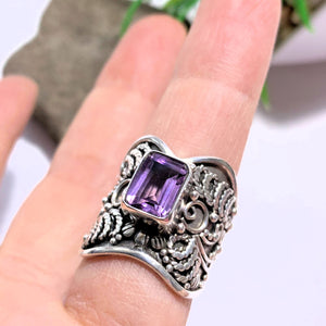 Faceted Purple Amethyst Elegant Sterling Silver Ring (Size 6.5)