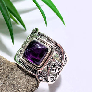 Pretty Deep Purple Amethyst Sterling Silver Ring (Size 6.5)