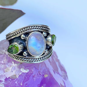 Pretty Rainbow Moonstone & Faceted Peridot Ring in Sterling Silver (Size: 6)