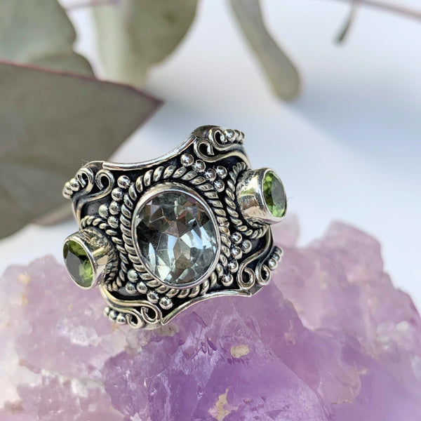 Antique Style Faceted Blue Topaz & Peridot Ring in Sterling Silver (Size: 6)