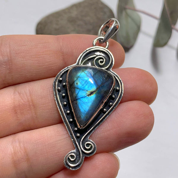 Elegant Design Flashy Labradorite Sterling Silver Pendant (Includes Silver Chain) #3