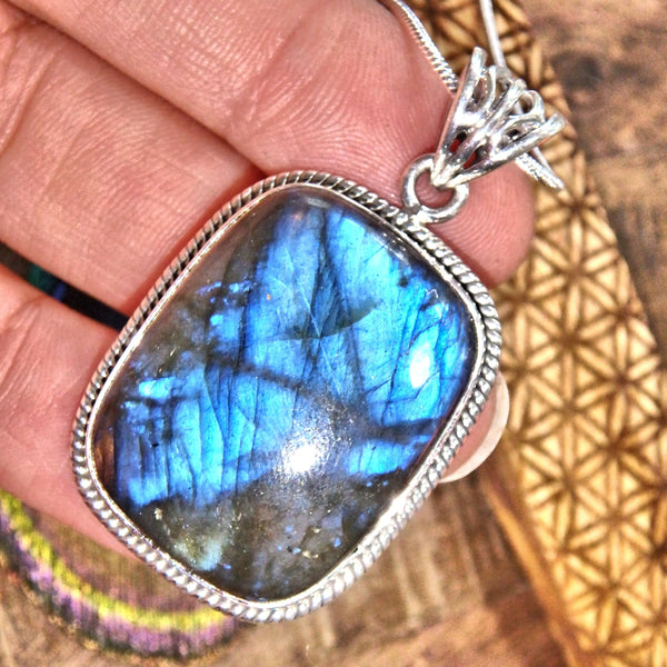 Elegant Deep Blue Flashes of Color Labradorite Pendant in Sterling Silver (Includes Silver Chain)