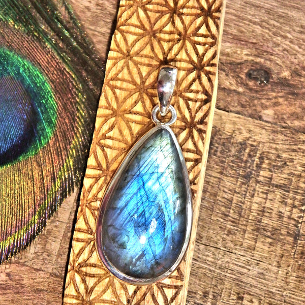 Ribbons of Blue Flash Labradorite Pendant in Sterling Silver (Includes Silver Chain)