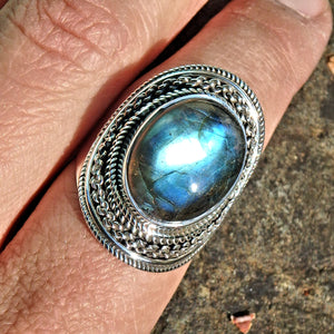 Mystical Moving Optical Blue Green Flash Labradorite Ring in Sterling Silver (Size 8.5)