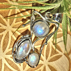 Stunning Rainbow Moonstone Gemstone Pendant in 925 Silver (Includes Silver Chain)