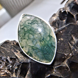 Earthy Green Veins Moss Agate  Gemstone Ring in Sterling Silver (Size 7.5)