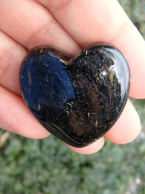 Moving Golden Flashes- Sorcerers Stone Greenland Nuummite Heart