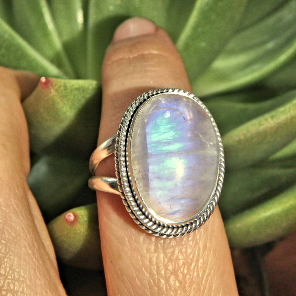 Optical Royal Blue Flashes Rainbow Moonstone Ring in Sterling Silver (Size 8)