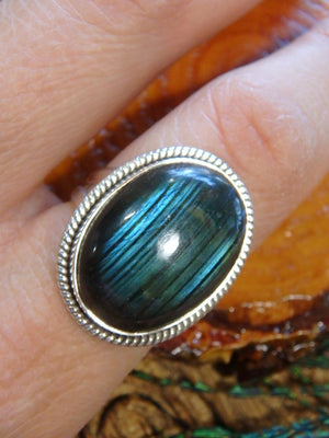 Incredible Ribbons of Blue Green Flash Labradorite Ring In Sterling Silver (Size 8) - Earth Family Crystals