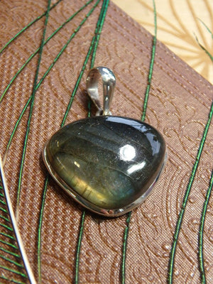Amazing Flash Labradorite Gemstone Pendant In Sterling Silver (Includes Silver Chain) 15 - Earth Family Crystals