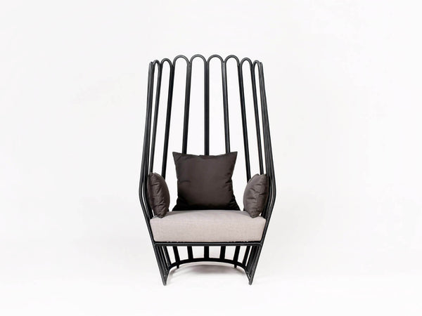 Stylish Black Wngback Outdoor Dining Chair. Made synthetic rattan.