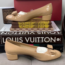 Salvatore Ferragamo Vara Low Heel Pumps Size 7.5 in New Bisque