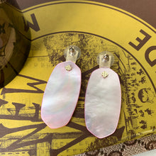 Kendra Scott Aragon Gold Drop Earrings In Rose Quartz