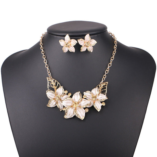 White Statement Necklaces For Women