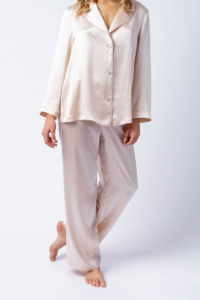 Pyjama sets in pure silk satin
