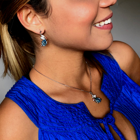 "<img src=""bunny pendant and earrings.png"" alt=""blue bunny jewelry set"">"