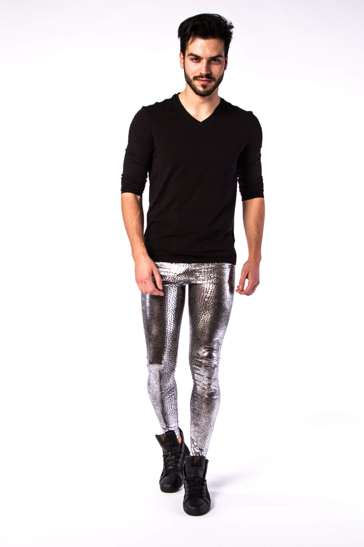 Silberne Männer Meggings in Aktion
