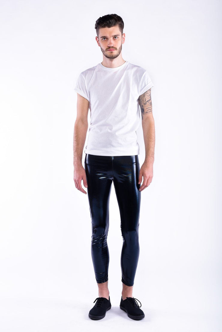 Schwarze Meggings mit Model