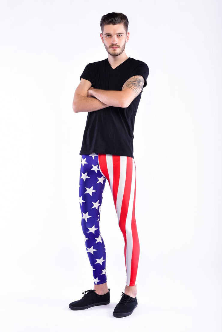Model in Männer Leggings im USA-Flaggen-Style