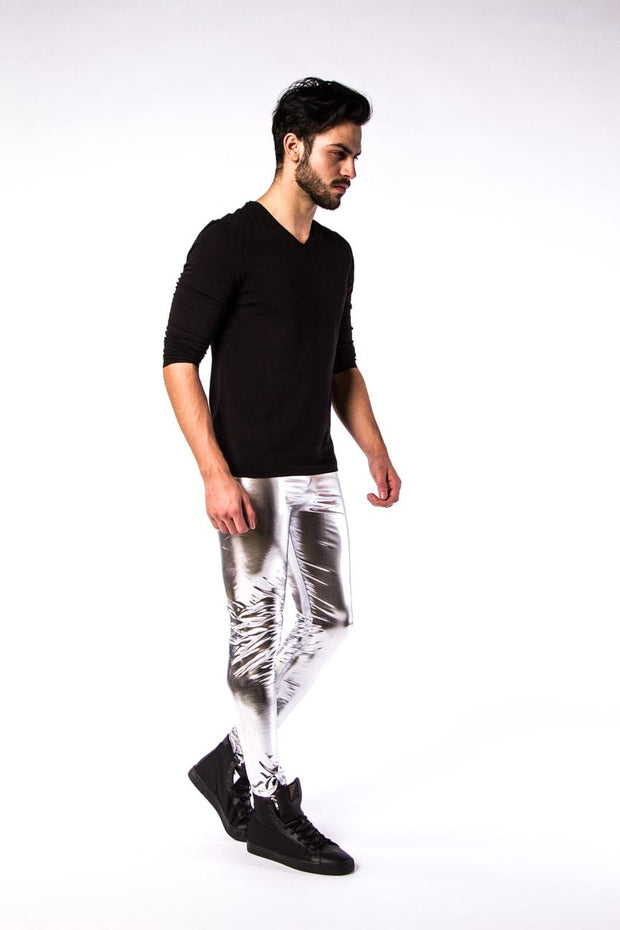Silberne Meggings in Aktion