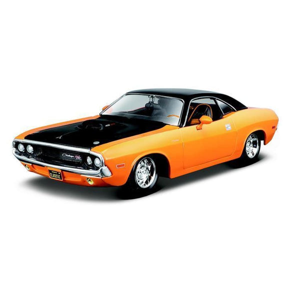 Maisto Design - 1:25 1970 Dodge Challenger R/t - Orange With Black Top Die Cast Cars